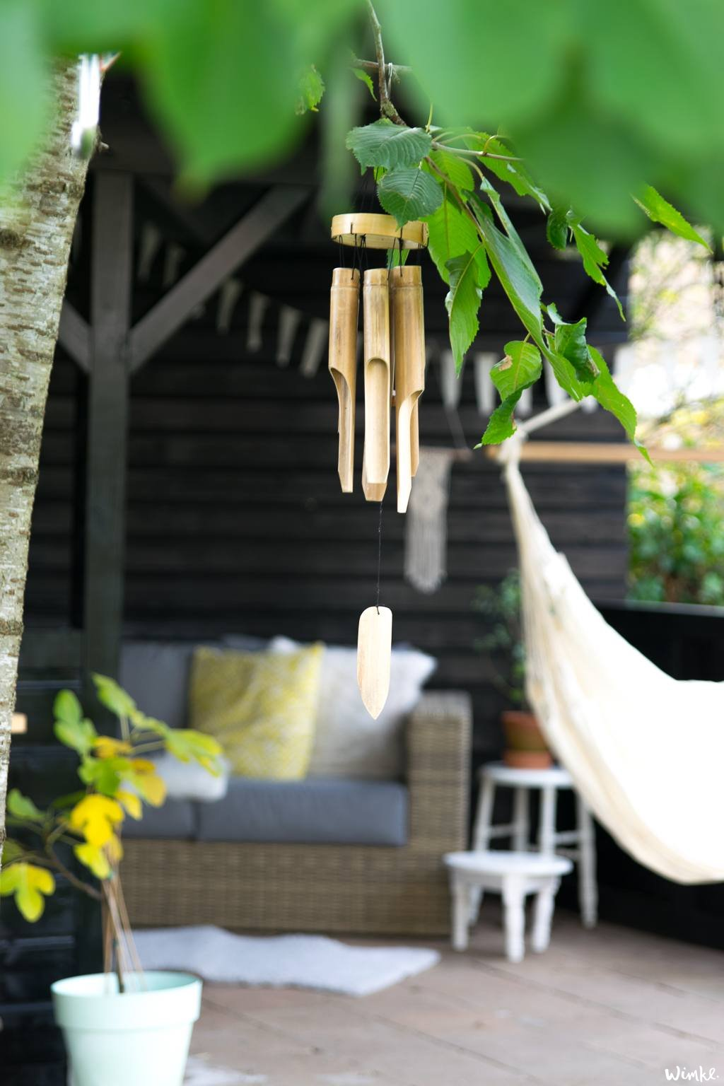creëer een luxe uitstraling door de veranda zwart te verven - wimke.nl